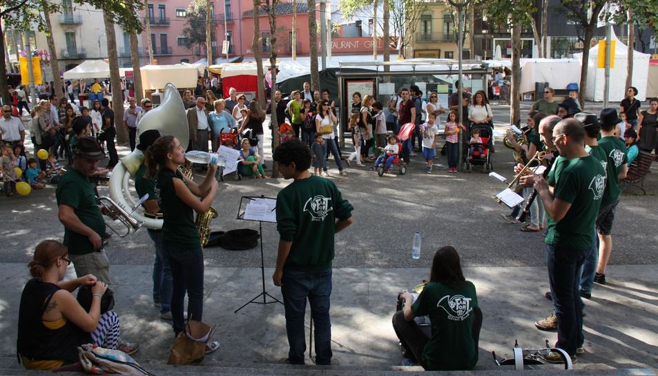 Imatge d'un concert al carrer durant les Fires de Sant Narcís de Girona.