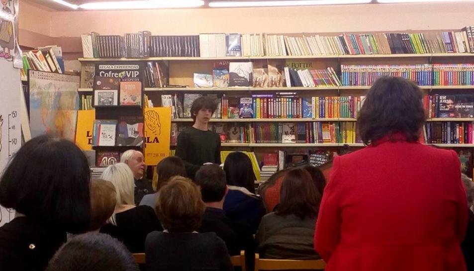 Imatge d'un acte cultural celebrat a la llibreria.