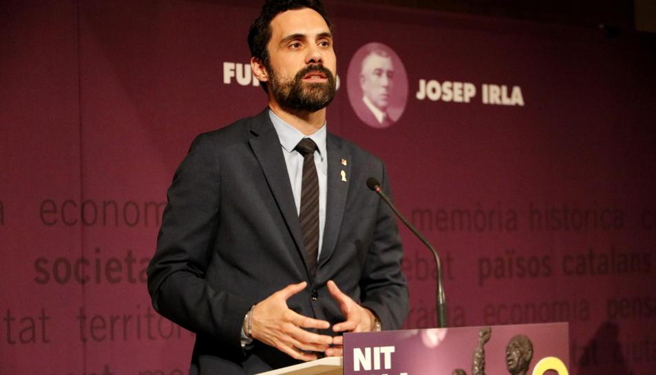 El president del Parlament, Roger Torrent, intervenint al lliurament dels premis de la Fundació Josep Irla.
