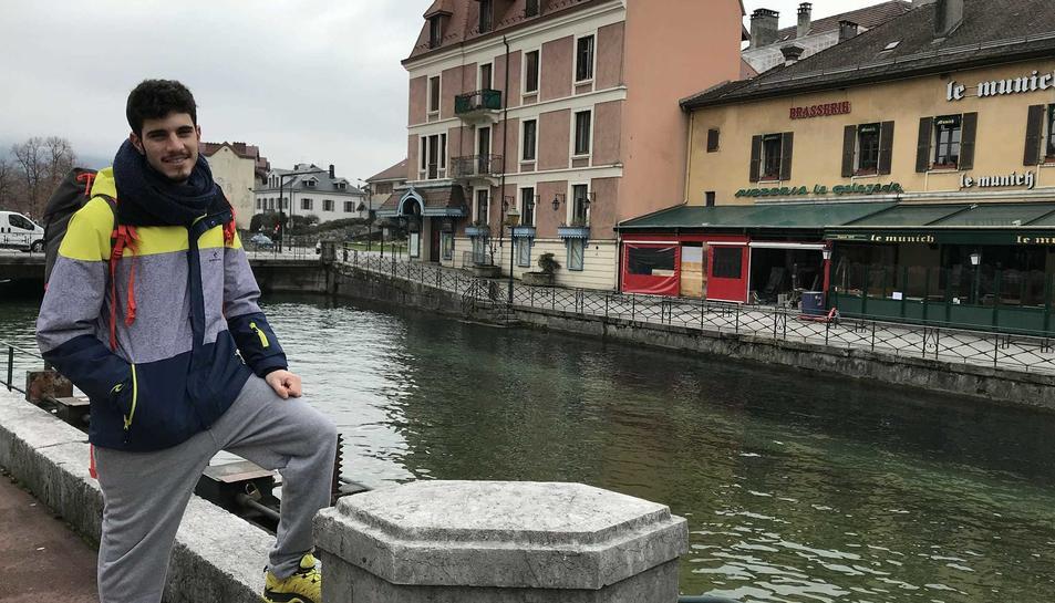 Lluís Pitarch en un llac d'un municipi proper a Aix-les-Bains (Savoia), a França.