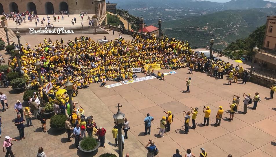 Més de 800 Avis i Àvies de Catalunya s'han reunit a Montserrat per demanar la llibertat dels presos polítics.