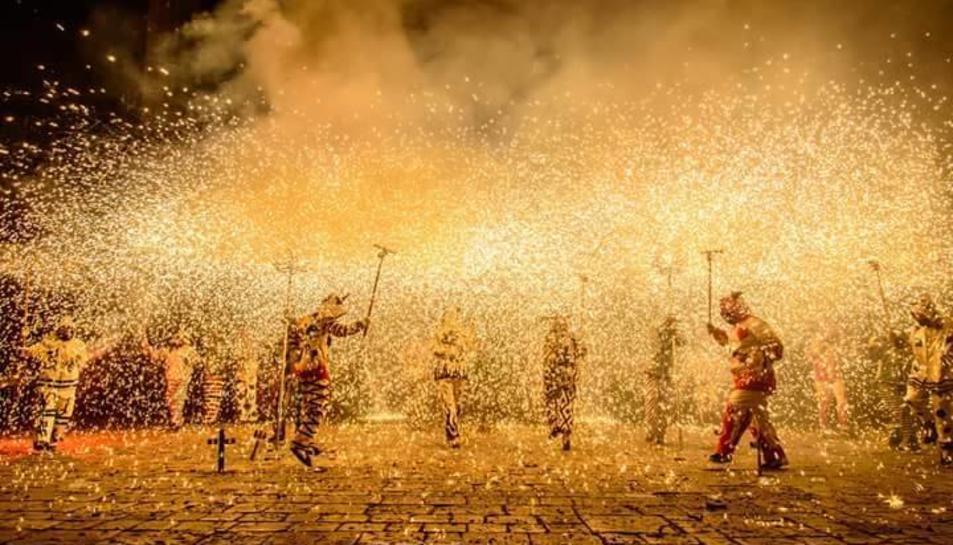 Els avisos d'honor són l'Orfeó Reusenc, l'AE La Mulassa i els Avis i Àvies per la Llibertat.