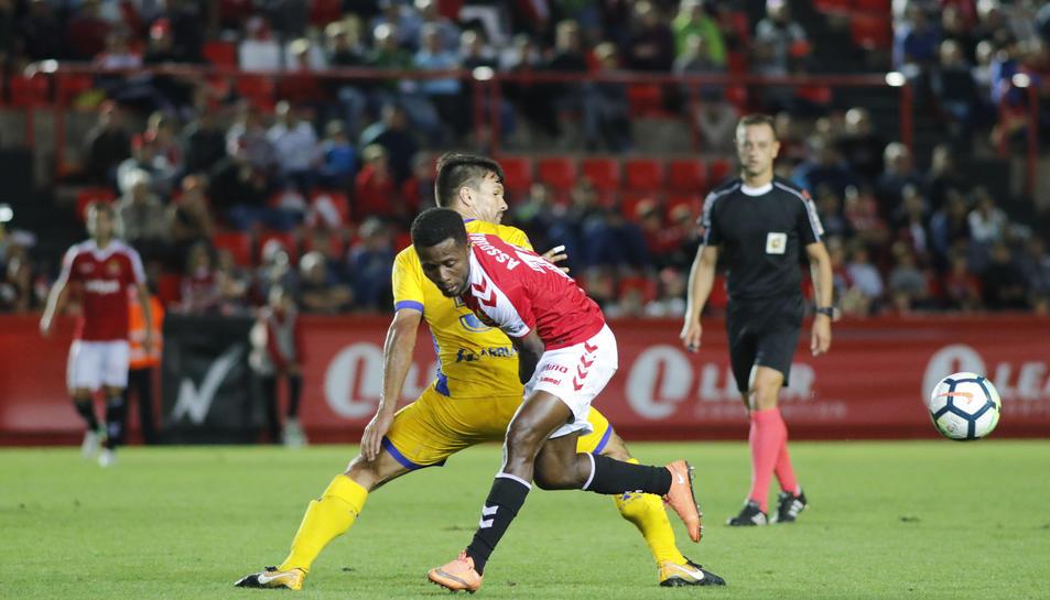 Jean Luc, durant un partit al Nou Estadi contra l'Alcorcón, rival que s'ha acostumat a marxar de Tarragona amb bons resultats.