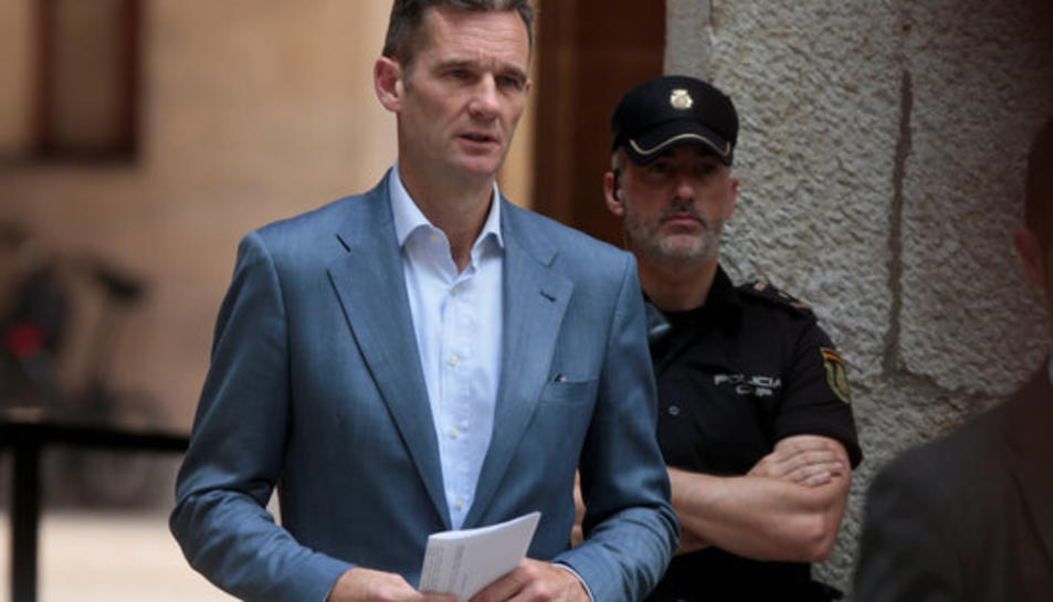 Iñaki Urdangarin, sortint de l'Audiència de Palma després de recolllir la sentència i el manament d'ingrés a presó, el 13 de juny del 2016.