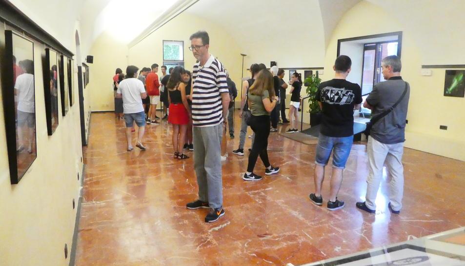 Imatge de l'exposició 'Ombres-Reflexos' dels alumnes de