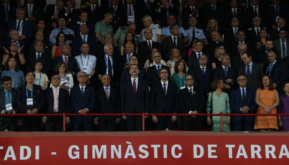 Pla obert de les autoritats a la inauguració dels Jocs Mediterranis, amb el rei Felip VI, els presidents del govern espanyol i català, Pedro Sánchez i Quim Torra, i l'alcalde de Tarragona, Josep Fèlix Ballesteros, entre d'altres. Imatge 22 de juny 2018. H