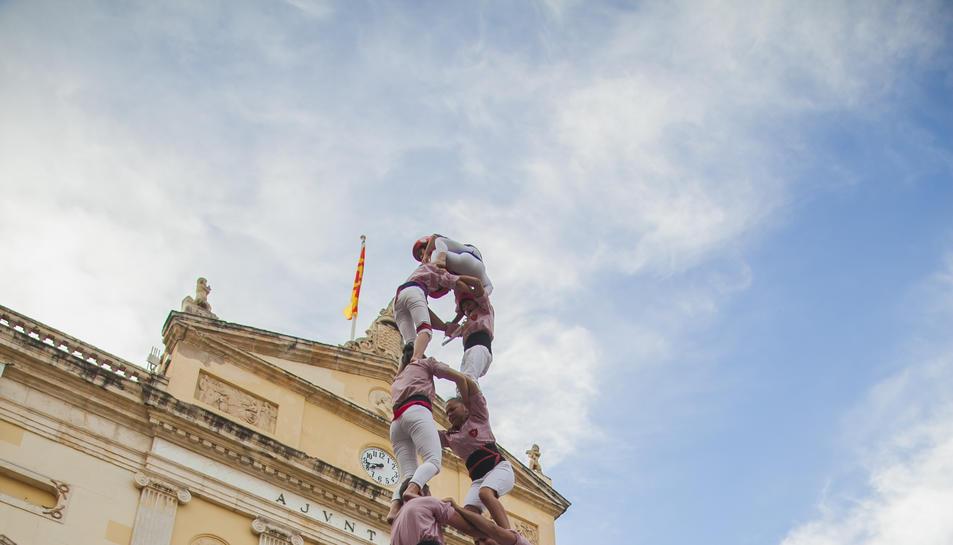 2de8f dels Xiquets de Tarragona a la diada de Sant Joan celebrada a la plaça de la Font.
