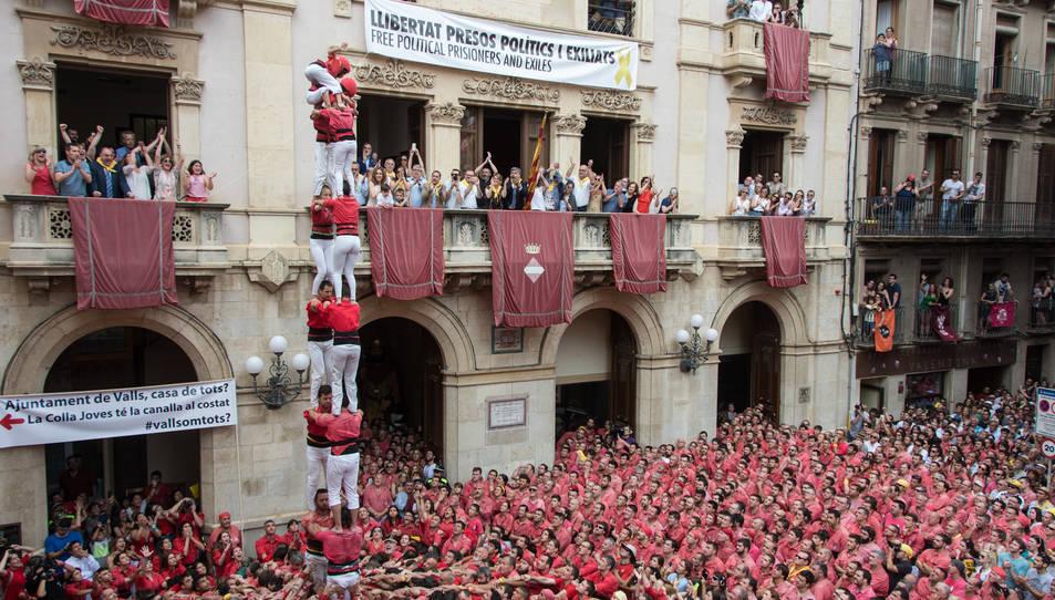 2de8 sense folre de la Colla Joves Xiquets de Valls per la diada de Sant Joan