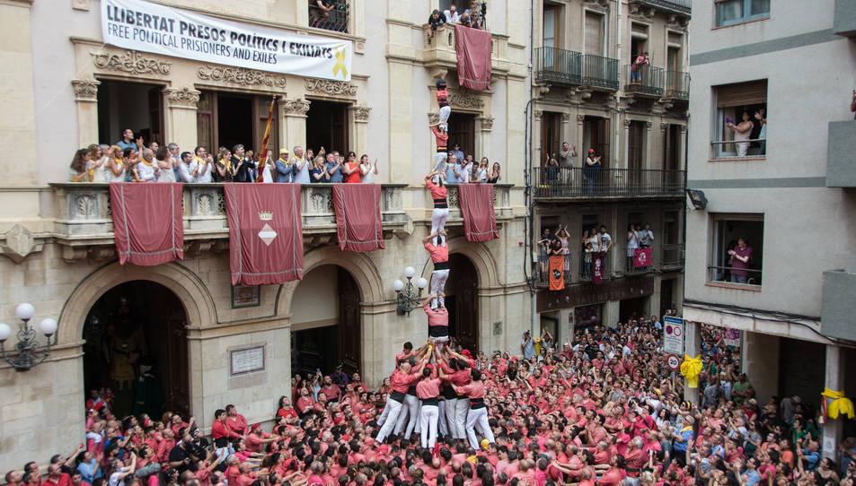 Pilar de 7 amb folre de la Colla Vella dels Xiquets de Valls per la diada de Sant Joan