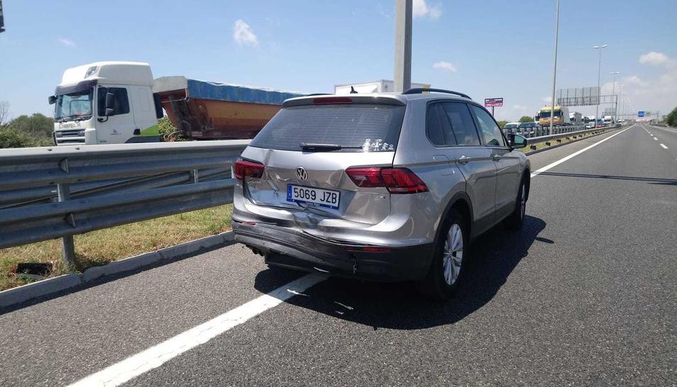 Un dels cotxes implicats en l'accident.
