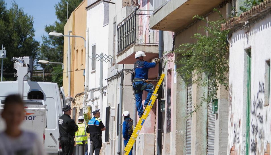 En només deu dies es van tallar un total de 59 connexions fraudulentes a Mas Abelló.