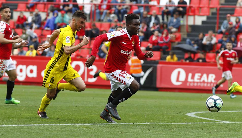 Dongou, durant el Nàstic-Osasuna disputat en la 38a jornada del campionat de Lliga.