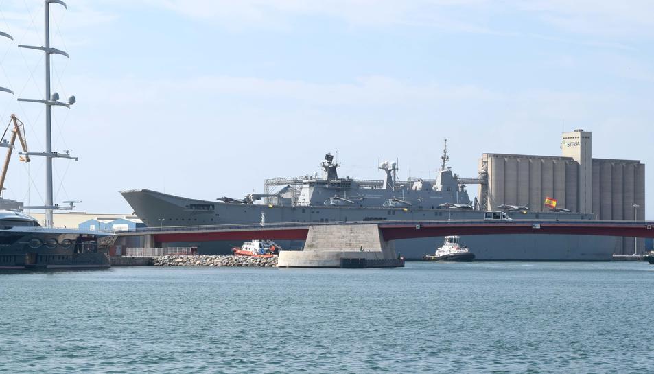 Les dimensions del vaixell fan que destaqui a la zona dels molls del port.