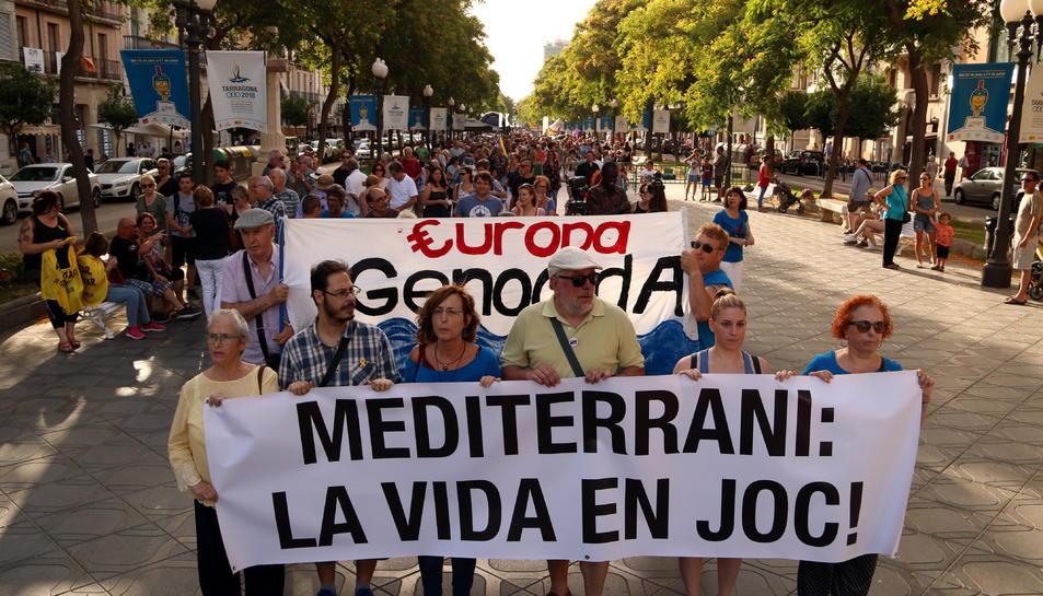 Pla general dels manifestants en la protesta per denunciar les problemàtiques humanitàries i la vulneració de drets humans als països de la Mediterrània.