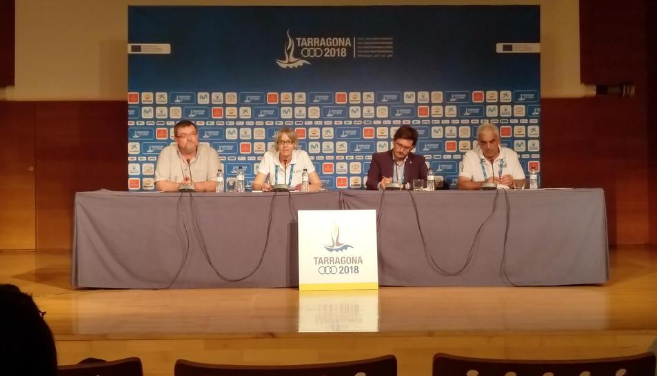 Villamayor i l'equip d'assistència sanitària dels Jocs Mediterranis al Palau de Congressos