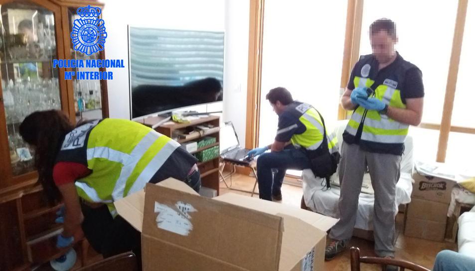 Imatge d'un moment del registre al domicili del detingut.
