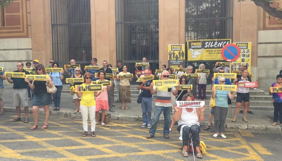 Juristes per la República s'han sumat a la protesta silenciosa que es fa cada dia als