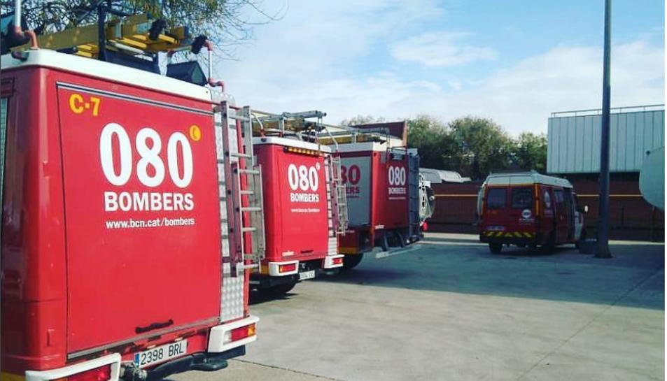 Cinc dotacions de Bombers van acudir al lloc del l'accident a Santa Coloma de Queralt.