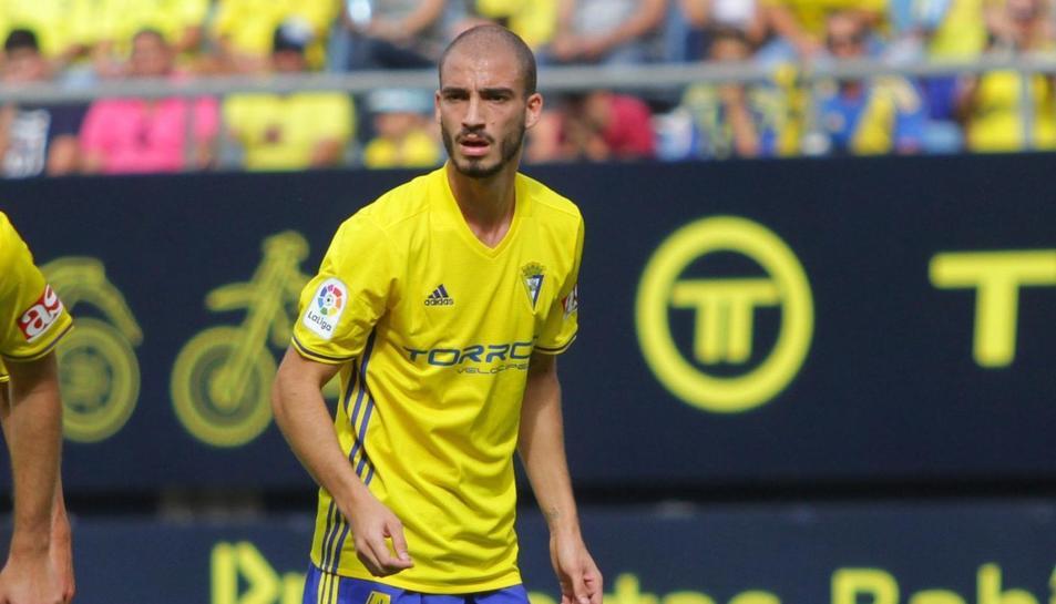 El central va jugar la campanya passada amb la samarreta del Cádiz, cedit pel Málaga.