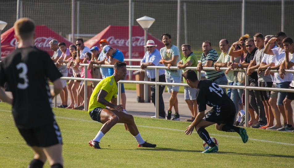 Maikel Mesa, en una acció del duel contra el filial dels tarragonins. El canari va jugar 45 minuts.