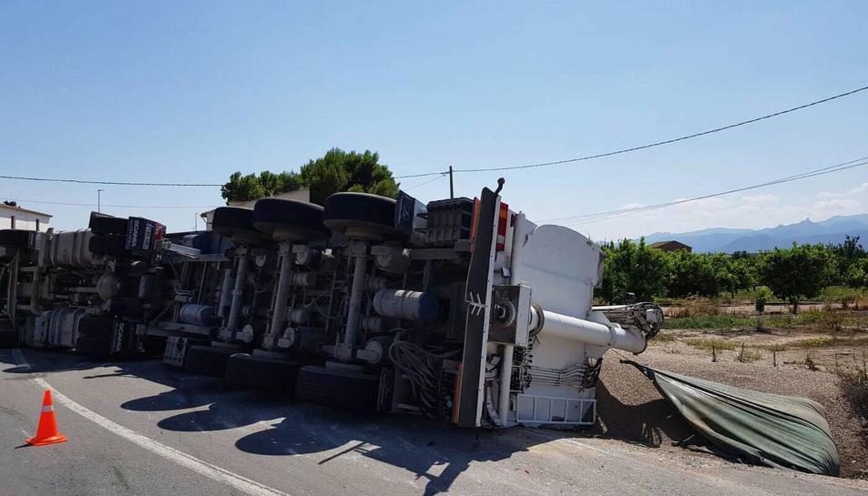 El conductor ha resultat il·lès en la sortida de via.