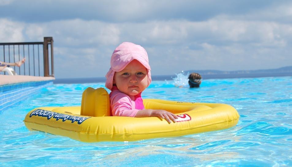 Recomanacions per prevenir ofegaments de nens petits aquest estiu