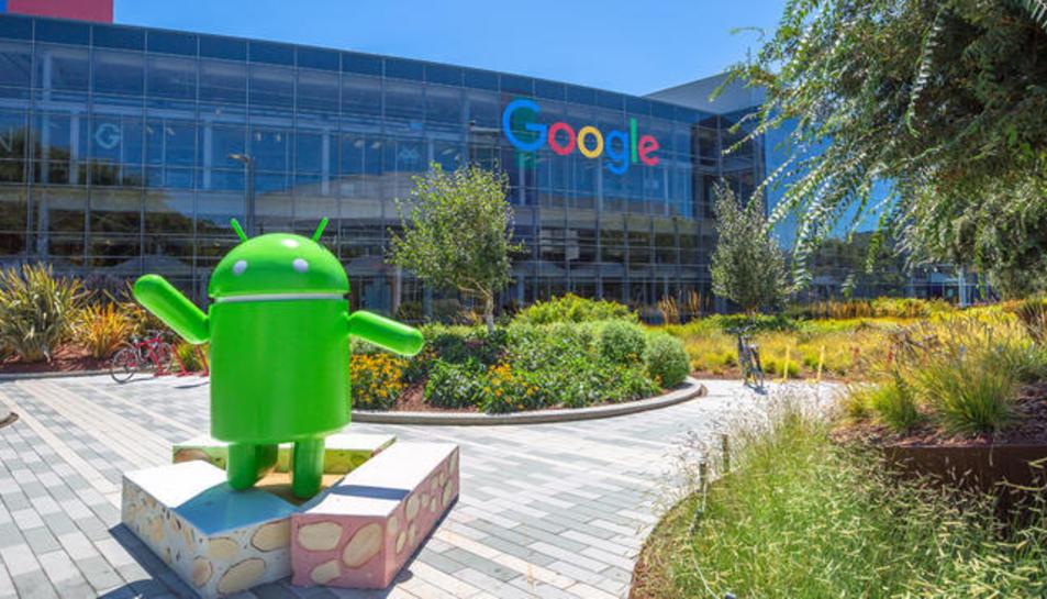Imatge de la seu de Google, companyia que ha estat multada per imposar aplicacions al seu sistema obert.