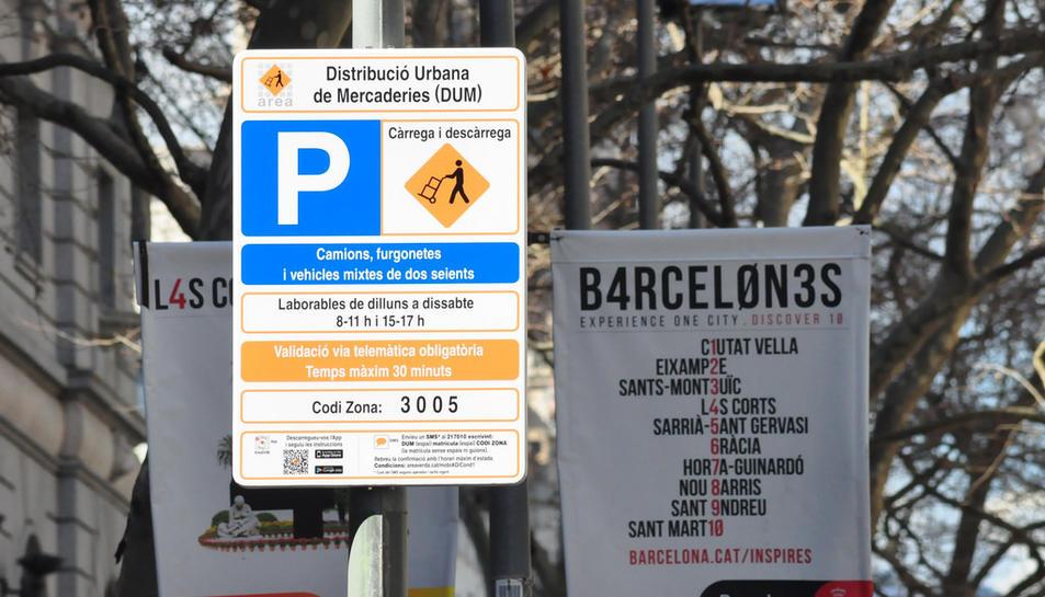 La llei espanyola obliga a senyalitzar almenys en castellà.
