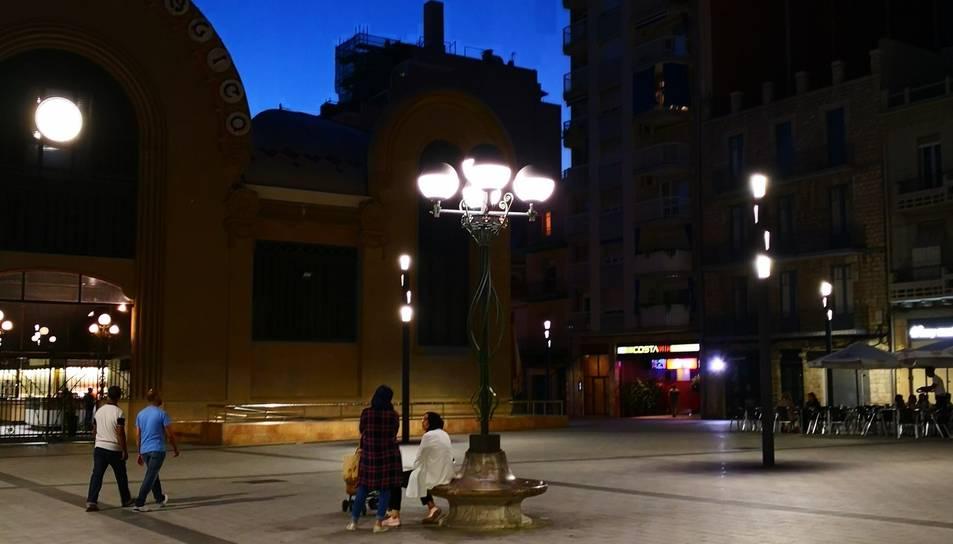 Imatge de l'emblemàtic fanal il·luminat a la plaça Corsini.