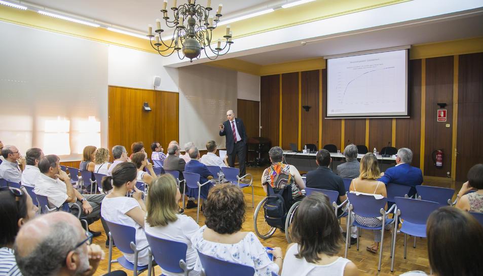 El secretari d'Universitats de la Generalitat, durant l'exposició.