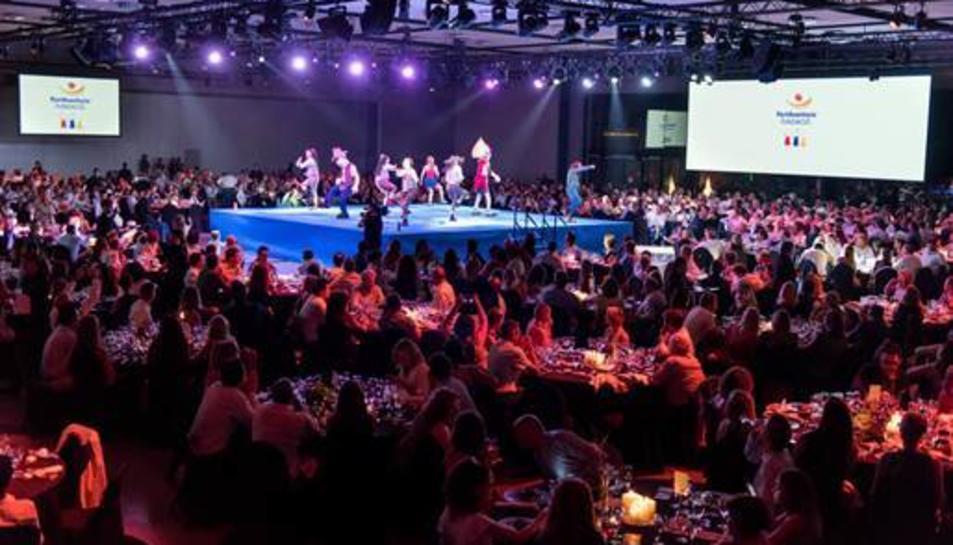 Més de 1.200 comensals, entre particulars, empreses, entitats públiques i organizaciónes benèfiques van gaudir del sopar.