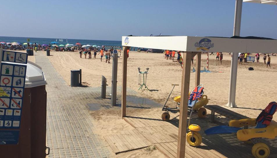 Els usuaris amb mobilitat reduïda poden gaudir de la platja i del bany amb cadira amfíbia en 3 zones diferents de Cambrils: Ponent, Centre o Llevant.