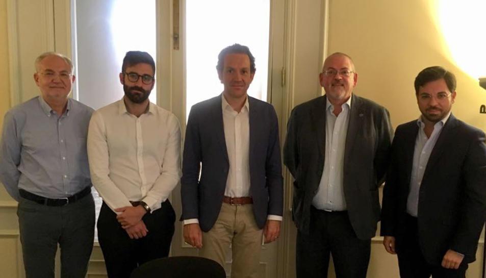Els investigadors del CEDAT Antoni Pigrau i Endrius Cocciolo en acabar la reunió amb representants del govern balear.