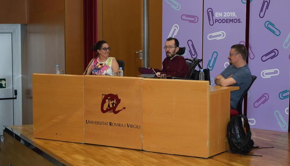 Pablo Echenique i Xavier Domènech a la taula de ponència de l'Aula Magna