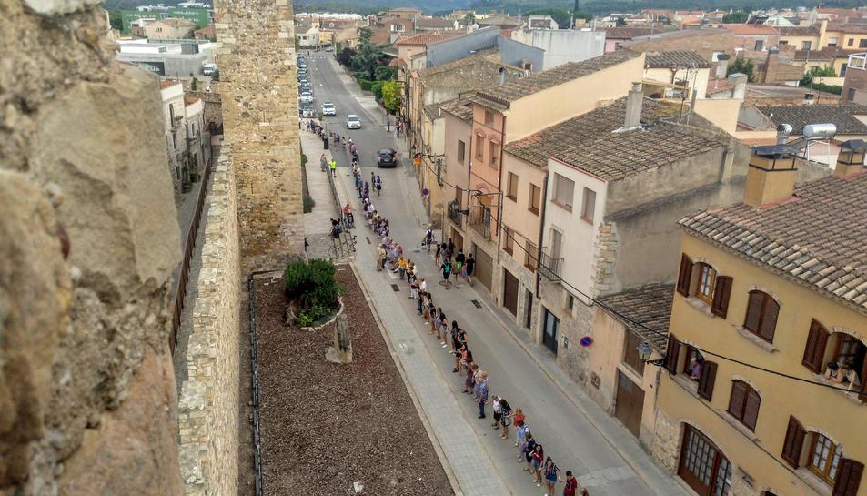 La sardana que ha envoltat la muralla de Montblanc.