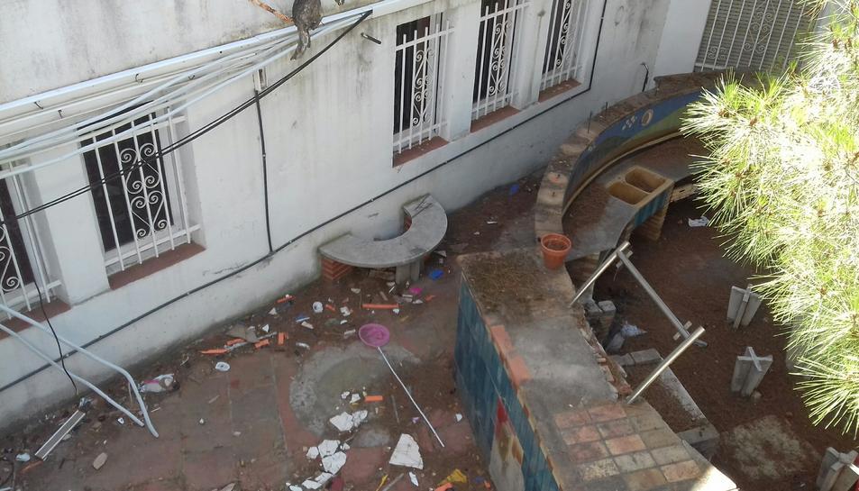 Els ocupes, han penjat fotografies a les xarxes per mostrar l'estat en què es van trobar l'edifici.