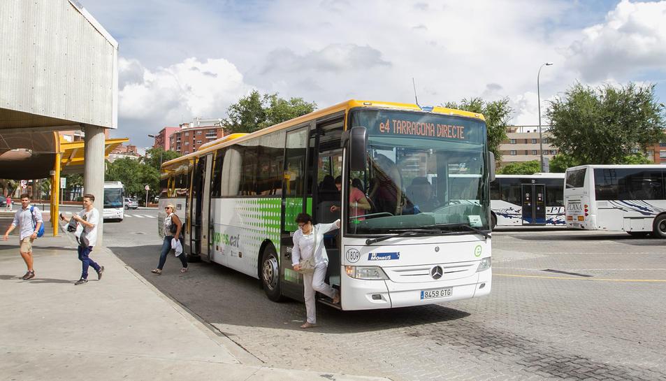 Una imatge d'arxiu de l'estrena a Reus del model Exprés.cat, al 2015, que conviuria amb el BRT.