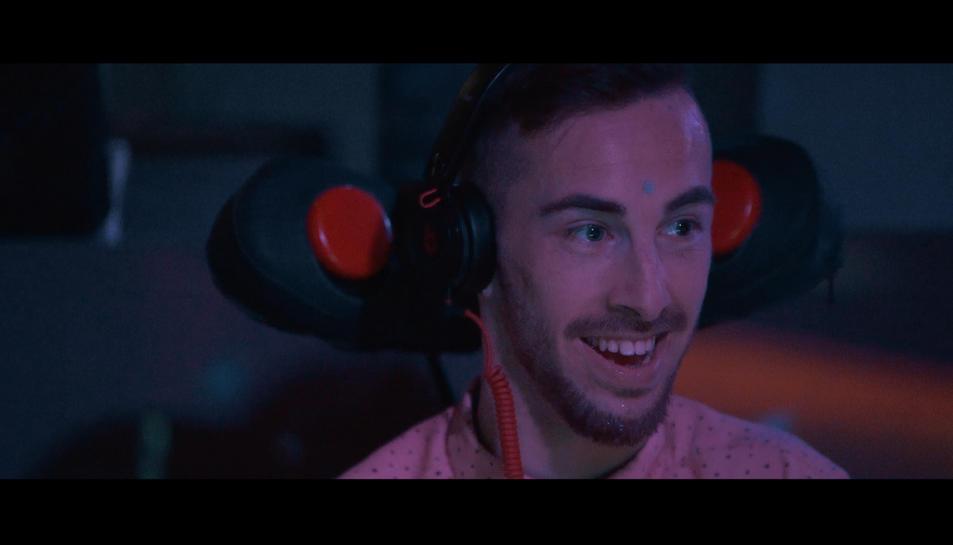 el DJ Abadia, en acció.