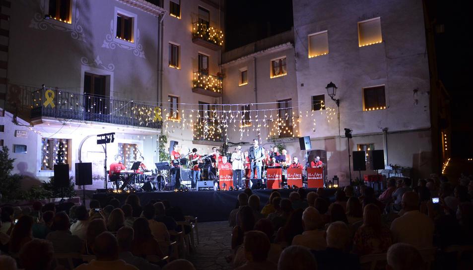 Més d'un miler de persones van acudir al Concert de les Espelmes de Riudecanyes.