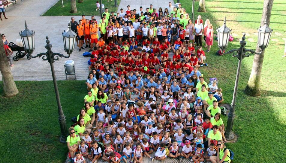 Prop de 240 infants i joves diuen adéu als campus d'estiu de Roda.