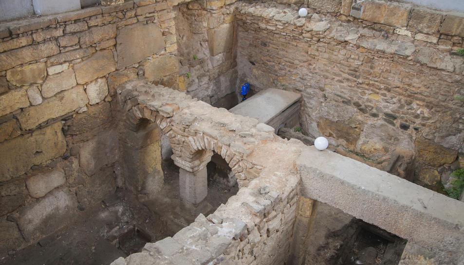 Un sector de la cripta dels Arcs, on ahir es feia l'aixecament d'imatges làser en 3D, on s'aprecia la presència d'un sarcòfag.