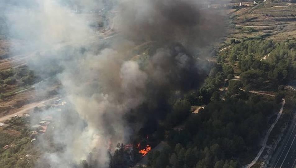 Imatge de l'incendi forestal del barri de Sant Salvador de Tarragona.