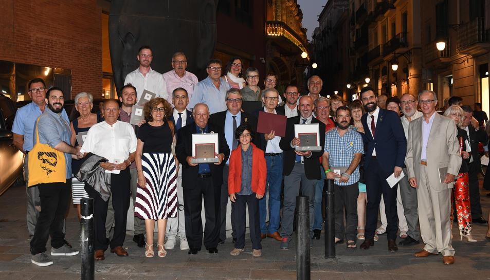 Els presidents de les dues entitats amb l'Alcalde de Llorenç del Penedès, el M. H. President del Parlament i el Director de Cultura a Tarragona de la Generalitat.
