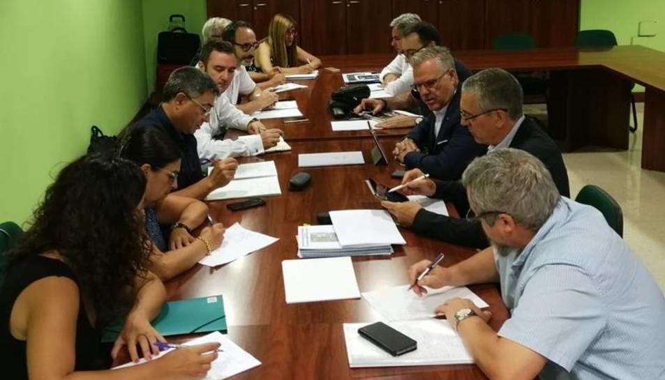 L'alcalde, Pere Granados, s'ha reunit amb directius d'Adif per impulsar i planificar projectes i terminis per a la nova estació.