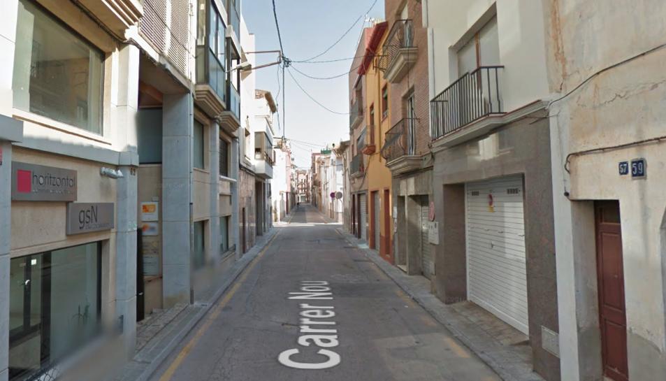 La Policia Local del Vendrell i els Mossos han detingut a l'autor de l'agressió al carrer Nou.