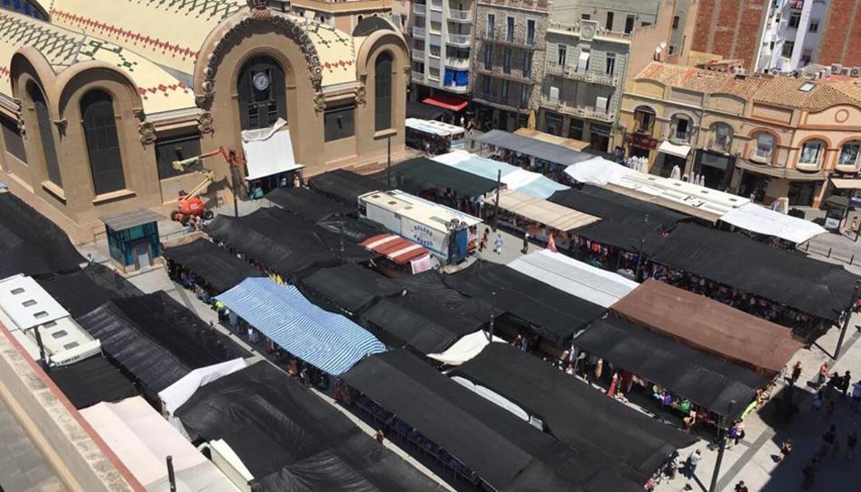 El mercadet. ja instal·lat a la plaça Corsini.