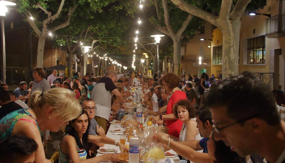El sopar popular d'una edició anterior de la Festa Major.