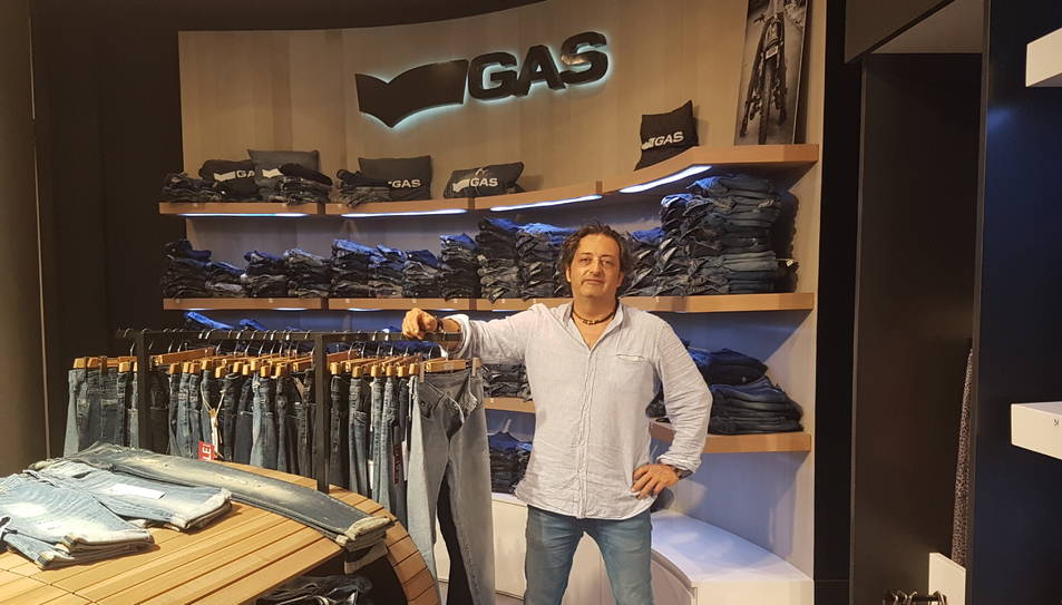 Aragonès destaca del nou local el gran aparador, on mostraran ja la nova col·lecció de tardor.