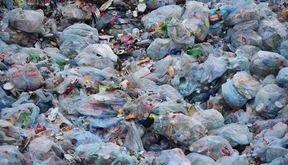 A Espanya només es recicla un 10% de les bosses de plàstic utilitzades.