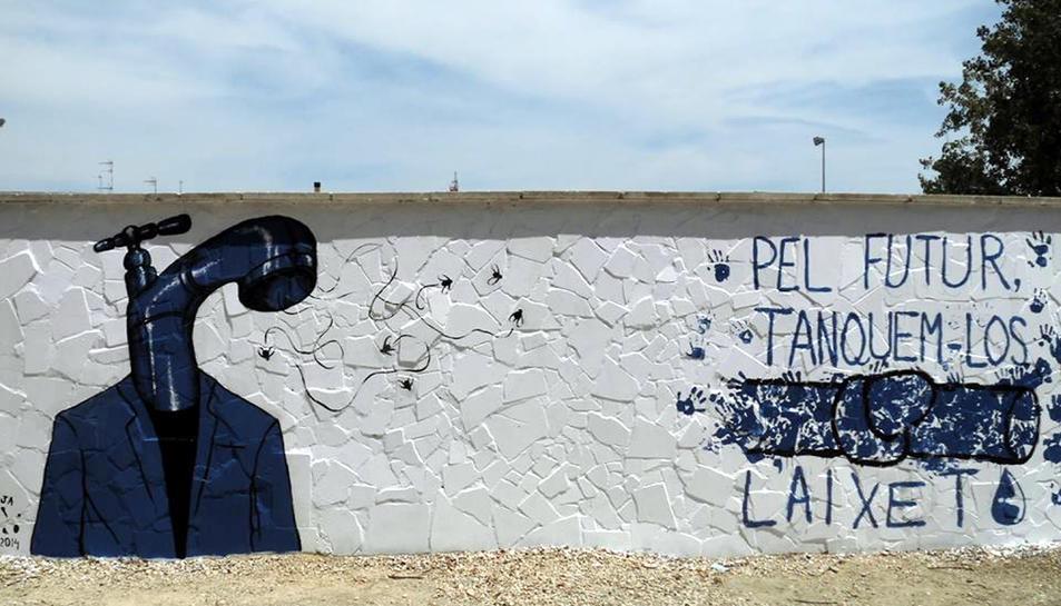 Imatge del mural que la PDE va pintar al parc del Riu de Deltebre i que el consistori ha esborrat per un error.